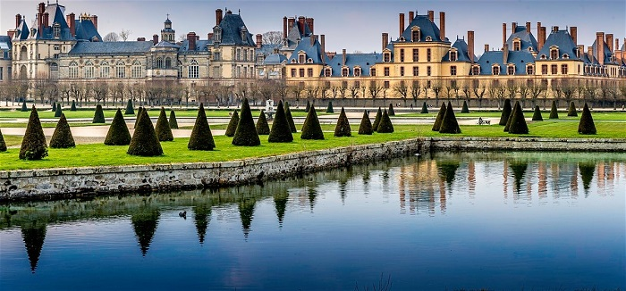 Attraction on Paris Palace and Park of Fontainebleau