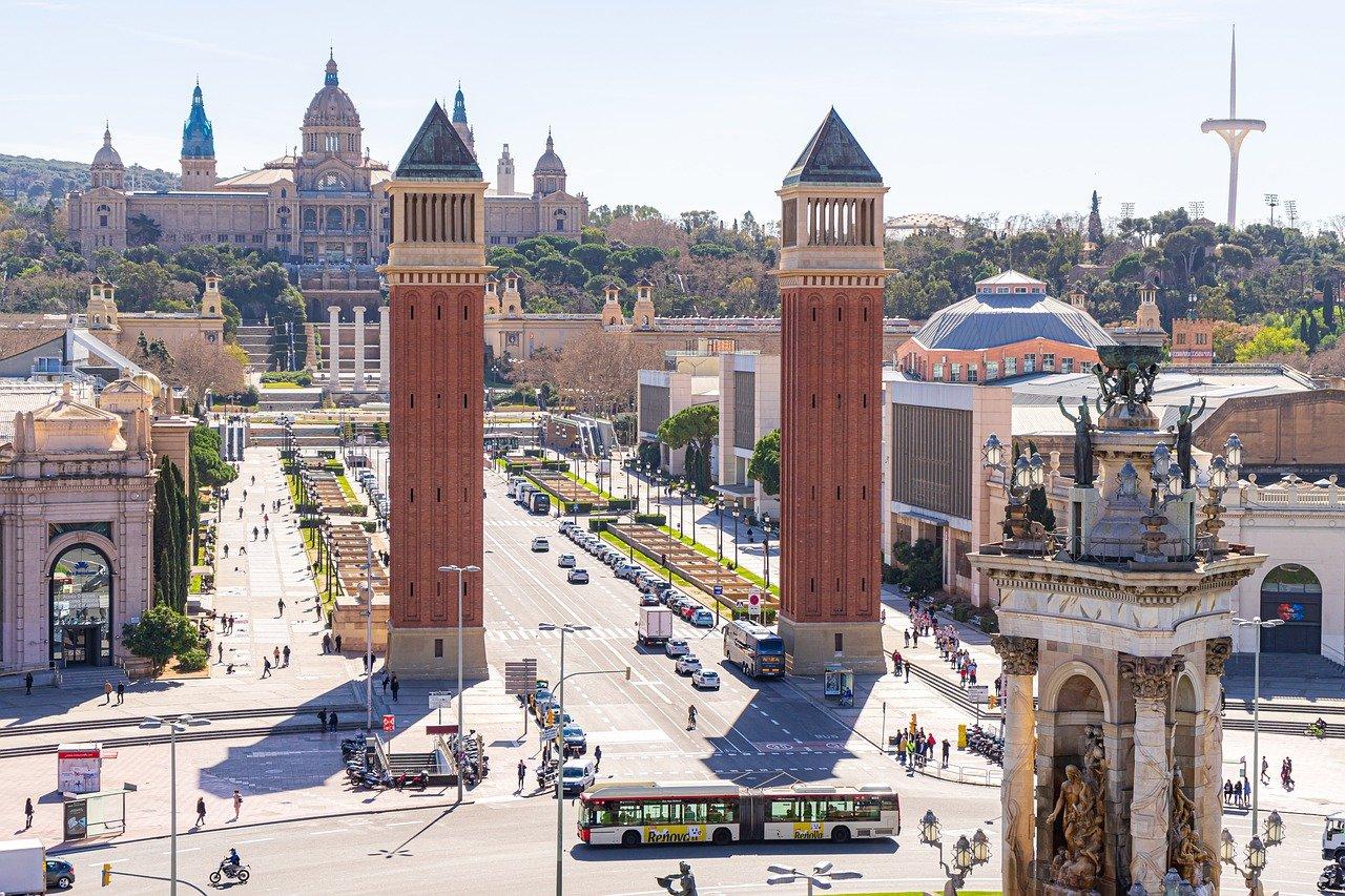 Travel to Barcelona | viajeras.com
