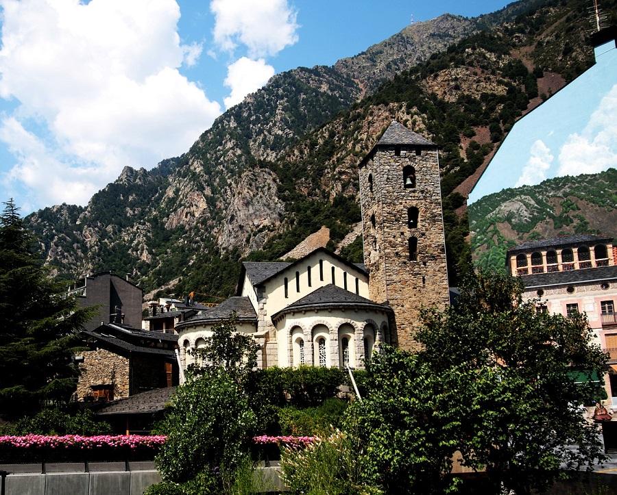 Travel to Andorra la Vella in Andorra | viajeras.com