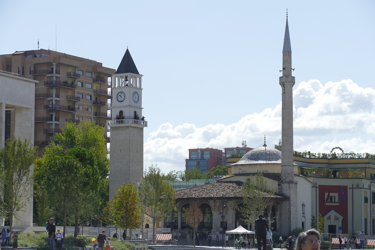 Travel to Tirana in Albania | viajeras.com